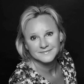Portrait of Kathy Dennis, CCIM